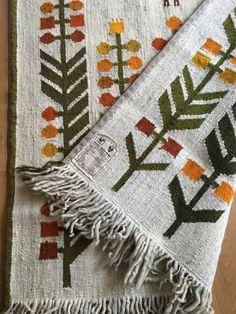 Kilim z pszczółką Ewa Januszkowska ZWW - 7853253379 - oficjalne archiwum Allegro Kilims, Hygge, Navajo, Highlight, Persian, Weaving, Textiles, Paintings, Blanket