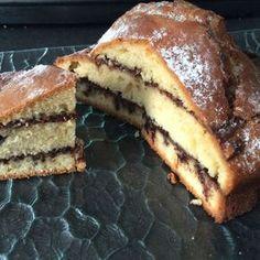 Gâteau au yaourt grec – Ingrédients : 180 g de yaourt grec,130 g de sucre,1 c. à café d'arome de vanille,300 g de farine,100 g d'huile