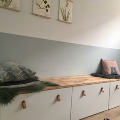 Ablagebank Stuvabank (Ikea) Holzregal (Tafelboom Utrecht Ablagebank Stuvabank (Ikea) Holzregal (Tafelboom Utrecht The post Ablagebank Stuvabank (Ikea) Holzregal (Tafelboom Utrecht appeared first on Zimmer ideen. Ikea Hack Bench, Ikea Hack Storage, Diy Storage, Bench Storage, Bathroom Storage, Storage Ideas, Ikea Wooden Shelves, Toy Rooms, Kids Rooms