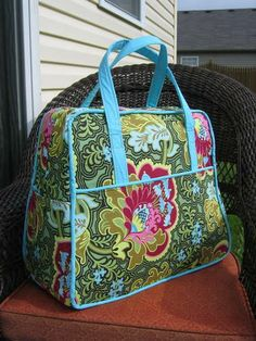 yet another Amy Butler weekender bag.  I really need to get off my ass and make it one of these days.