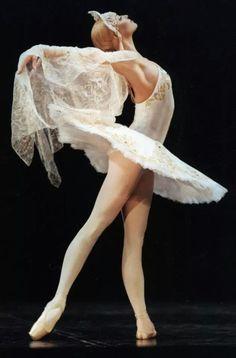 """gorbigorbi:  Anastasia Volochkova (Bolshoi Ballet) """"Swan Lake"""" (choreography by Vladimir Vasiliev)"""