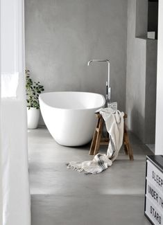 Gorgeous 35 Cozy Tadelakt Bathroom Design Ideas For Awesome Bathroom Cosy Bathroom, Bathroom Interior, Cement Bathroom, Bad Inspiration, Bathroom Inspiration, Interior Design Tips, Interior Design Living Room, Design Ideas, Best Bathroom Designs