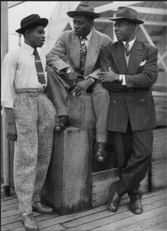 Zoot suits have an interesting story you might not know about. Read about zoot suits at HowStuffWorks. Zoot Suits, Men's Suits, Moda Vintage, Vintage Men, Fashion Vintage, Trendy Fashion, Male Fashion, Vintage Style, Fashion Black