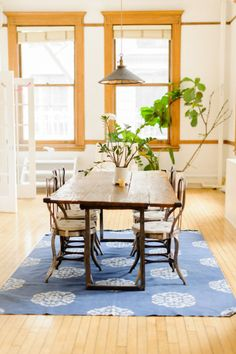 Wood inspired dining room: http://www.stylemepretty.com/living/2013/06/10/arianes-soho-apartment-from-trent-bailey-photography/ | Photography: Trent Bailey - http://trentbailey.com/