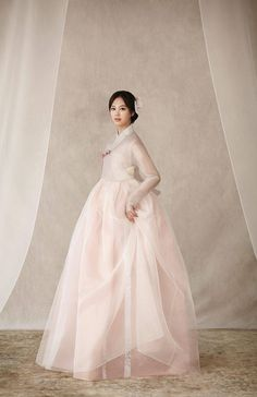 Korean bride in blush hanbok Korean Traditional Dress, Traditional Fashion, Traditional Dresses, Hanbok Wedding, Cleveland, Bora Lim, Korean Bride, Korea Dress, Modern Hanbok