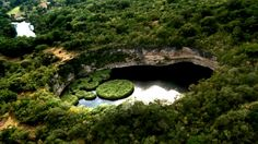 El Cenote del Zacatón, enorme cueva de paredes verticales en Tamaulipas