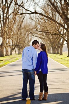 Engagement Pose, Couple Pose - Kayleigh Ross Photography