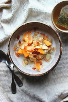Creamy quinoa porridge with almond milk warm spices and juicy persimmons. Ready for the cold winter mornings! Healthy Family Meals, Healthy Cooking, Cooking Recipes, Healthy Recipes, Salad Recipes, Healthy Eating, Brunch Recipes, Breakfast Recipes, Breakfast Ideas
