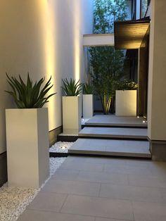 Villa Design, Courtyard Design, Modern House Design, Modern Backyard Design, Front Yard Garden Design, Home Garden Design, Backyard Patio Designs, Home Entrance Decor, Entrance Design