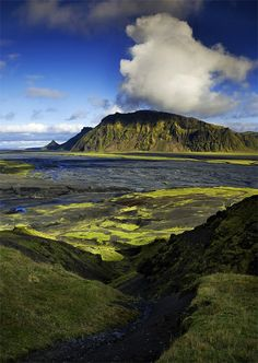 Thagkil - Southern Iceland ||| Lirinthi as a wealth of small and large volcanos and volcanic mounds.