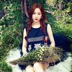 Kara's Youngji Poses as a Pure Lady in Recent Pictorial