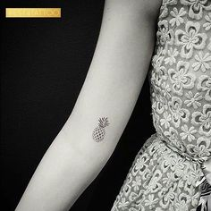 Best Tiny Tattoo Idea - Pineapple princess @drag_ink #west4tattoo... Check more at http://tattooviral.com/tattoo-designs/small-tattoos/tiny-tattoo-idea-pineapple-princess-drag_ink-west4tattoo/
