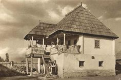 Romania old photos traditional romanian houses rural Vernacular Architecture, Art And Architecture, Romania People, Rural House, Hip Roof, European House, Modern Landscaping, Rustic Interiors, Traditional House