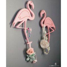 flamingo é uma ave de beleza e elegância inconfundível. Sua plumagem rosa, pescoço e pé compridos lhe dão um aspecto peculiar. A linha flamingo traz graça e elegância ao quarto dos pequenos.