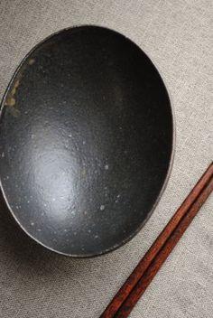 岩崎晴彦「楕円鉢(中・黒)」の詳細ページです。