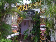 Retro tiki party decor - could easily double as a scream queen!!