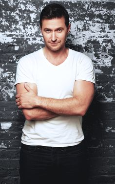 Richard Armitage --- This board isn't for celebs, but oh my ...... He is HOT.... MLx