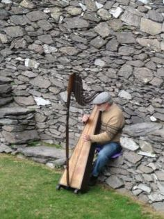 would love to have a harp player at our wedding Love Ireland, Ireland Travel, Irish Eyes Are Smiling, County Clare, Irish Culture, Irish Cottage, Irish American, Irish Roots, Irish Celtic
