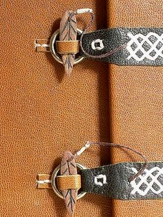 "closure pegs on handmade book ""lyonnaise"" by Ort Bindery. could make metal closures Handmade Journals, Handmade Books, Handmade Notebook, Journal Covers, Book Journal, Crea Cuir, Leather Journal, Book Binding, Book Of Shadows"
