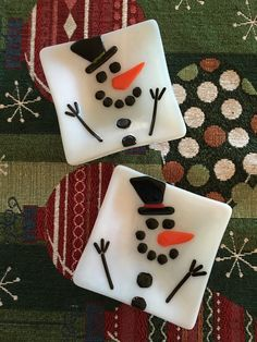 "5"" Snowman dishes (inspired by a napkin design) by Kim Natwig.  Top one was sandblasted and slumped for a (matt pottery look) and bottom one was sandblasted,  fire-polished, then slumped (for a glossy finish)!"