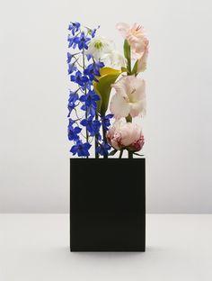 Floral art by Holger Niehaus Art Floral, Deco Floral, Floral Design, Ikebana, Instalation Art, Morris, Unique Flowers, Flower Designs, Flower Art