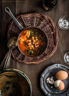 Potaje de garbanzos con bacalao y espinacas, receta tradicional de potaje de vigilia para Semana Santa. Elaboración paso a paso con fotos