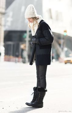 Winter boots, hat, coat / Garance Doré This NY fashion week photo depicts the Bilby and Moss style! Winter Fashion Boots, Autumn Winter Fashion, Winter Boots, Snow Boots, Winter Snow, Winter Style, Fall Fashion, Cute Fall Outfits, Winter Outfits
