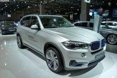 Концепт BMW X5 Edrive, казалось бы, представленный  без изменений на автосалоне в Париже, все же смог порадовать широкую общественность. Так, компания впервые показала роскошный гибридный кроссовер Х5�Plug-in.