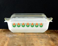 Agee/Crown Pyrex: casserole dish with lid
