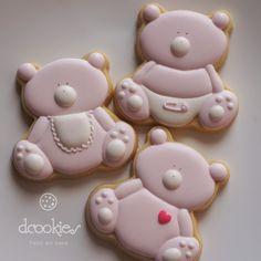 Os cookies são decorados e personalizados para cada cliente, por isso o preço é cobrado de forma unitária.    Tamanho unitário 8a 10cm.  Cookies no palito tem o custo unitário de 12,00.    Conheça as regras da loja antes de fechar sua compra.    Espero que goste, aguardo seu pedido! Sweet Cookies, Baby Cookies, Cute Cookies, Cut Out Cookies, Royal Icing Cookies, Iced Cookies, Baby Shower Cakes, Baby Shower Parties, Nibbles Ideas