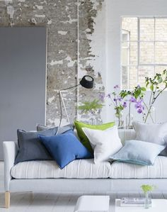 Designers Guild create inspirational home décor collections and interior furnishings including fabrics, wallpaper, upholstery, homeware & accessories. Modern Cushions, Handmade Cushions, Modern Throw Pillows, White Sofas, Burke Decor, Designers Guild, Living Room Colors, Home Collections, Custom Pillows