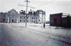 Al fondo la Prision de Santiago Tlatelolco y una area aun muy despoblada, se observa las vias y la linea electrica de los tranvias de la epoca. ca.1930