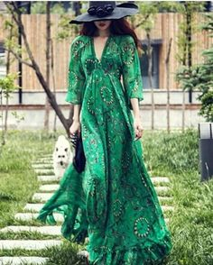 NEW STUNNING INSPIRATION - Gorgeous green dress @belle_muse #howtochic #ootd #outfit