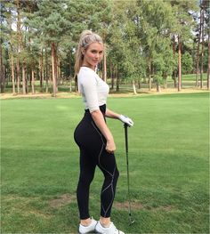 When It Involves Putting Balls In A Small Hole, This Blonde Bombshell Is Number One! And just like that I'm a golf fan! Check out 24 year old English junior golfer Lucy Robson. Sexy Golf, Golf Attire, Golf Outfit, Girls Golf, Ladies Golf, Golf Tips For Beginners, Golf Training, Female Athletes, Female Golfers