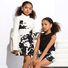 nice twins with curly hair, so pretty Cute Mixed Babies, Cute Black Babies, Black Baby Girls, Beautiful Black Babies, Cute Twins, Cute Little Girls, Cute Baby Girl, Beautiful Children, Baby Twins