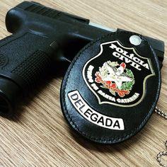 Polícia Civil de Santa Catarina - Delegada     https://www.facebook.com/mulheresnapoliciacivil/photos/a.259403910885436.1073741829.217553075070520/477645152394643/?type=1&theater