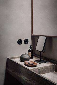 Ambiance naturelle et minérale au Casa Cook Chania - Frenchy Fancy Modern Bathroom Design, Bathroom Interior Design, Modern Bathrooms, Master Bathrooms, Bathroom Designs, Home Decor Signs, Cheap Home Decor, Home Renovation, Home Remodeling
