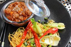 Cocotte asiatique et ses nouilles sautées aux légumes
