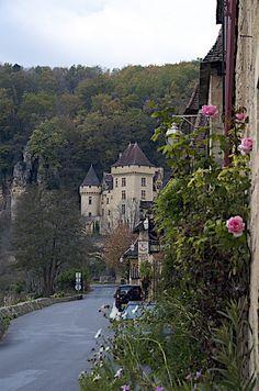   ♕   Enchanting village - La Roque Gageac in Dordogne by © Drumsara   via ysvoice