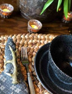 black place setting with ethnic napkin New Interior Design 0ec758112e15