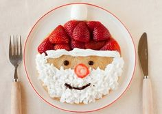 Santa pancakes---make pancakes of choice; decorate with fresh strawberries, whip cream & a few chocolate chips! Easy Christmas breakfast for kids. Santa Pancakes, Christmas Pancakes, Christmas Breakfast, Christmas Morning, Winter Christmas, Christmas Holidays, Santa Breakfast, Morning Breakfast, Breakfast Ideas