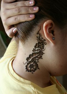 Henna=Mehndi~ A non-permanent form of tattoo art~