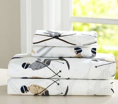Count down the days until Christmas with Pottery Barn Kids' Christmas bedding. Shop duvets, pillows and more in festive prints that will get you in the Christmas spirit. Baby Furniture, Cheap Furniture, Mountain Cabin Decor, Christmas Bedding, Textiles, Bed Styling, Bedroom Themes, Pottery Barn Kids, Kid Spaces