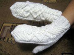 Mittens Pattern, Wrist Warmers, Mitten Gloves, Knitted Hats, Knitwear, Socks, Knitting, Sneakers, How To Make