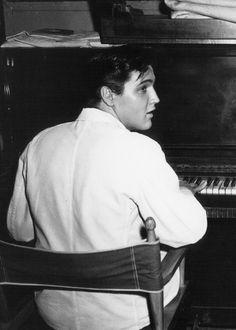 Playing piano <3