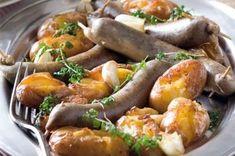 Jitrnice pečené na česnekových bramborách   Apetitonline.cz Sausage, Meat, Chicken, Cooking, Kultura, Food, Essen, Kitchen, Sausages