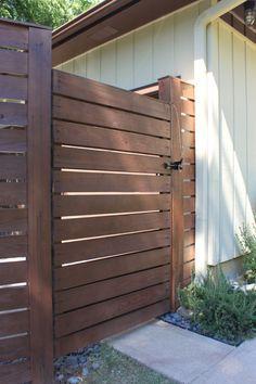 Savoir voir entre les lignes: une porte de jardin moderne.