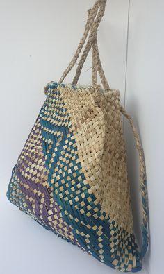 Handmade flax back pack or handbag / harakeke Kete whakairo (Maori flax weaving) by ANISORCrafts on Etsy Quilt Block Patterns, Pattern Blocks, Quilt Blocks, Flax Weaving, Hand Weaving, New Zealand Flax, Maori Designs, Maori Art, Weaving Techniques