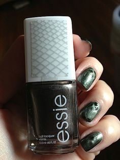 Review, Swatches: Essie Repstyle Magnetic Nail Polish Collection #bstat