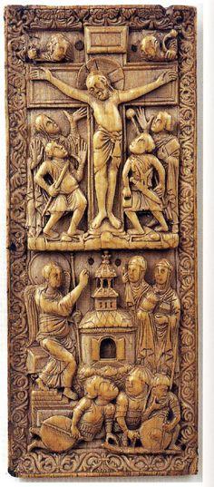 piece en ivoire carolingienne 9iéme représentant des hommes d'armes portant une lamellaire. piece en ivoire du tresor de la Cathédrale de Nancy,representant des gardes du St.Sepulcre